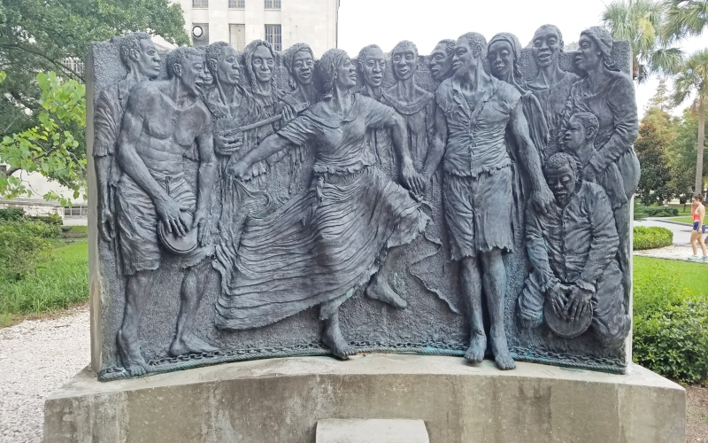 statue of slaves