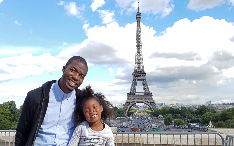 father and daughter in front of the Eiffel Tower