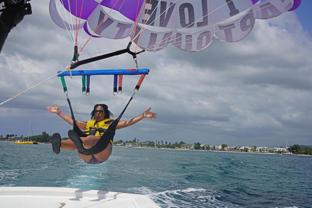 lady parasailing