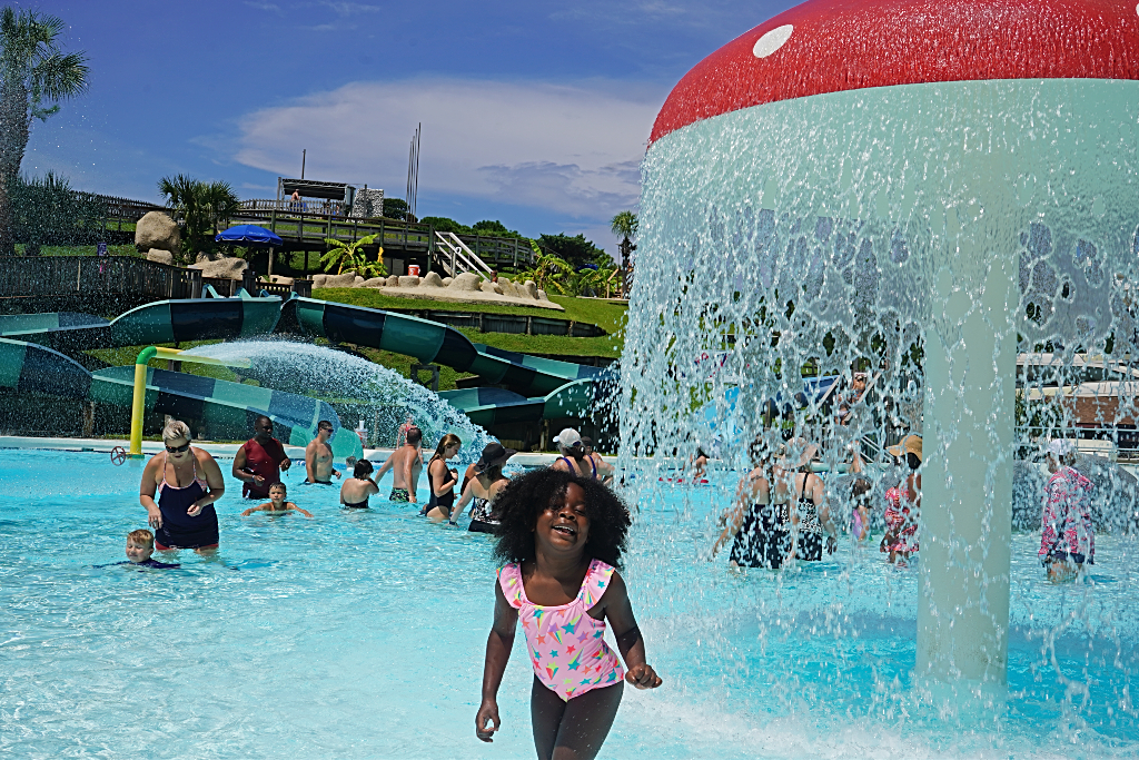 Things to do in Panama City Beach with kids Shipwreck Island Waterpark (1)