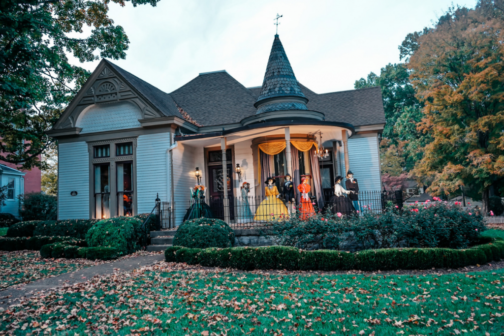 white house decorated for Halloween in the town of Franklin, Tenneessee